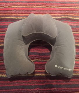 Samsonite inflatable travel pillow/ folds up small to put in purse. Great for those long trips. Pet & smoke free home. $5