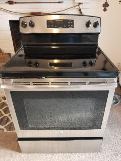 Like new GE Automatic oven $300 firm!
