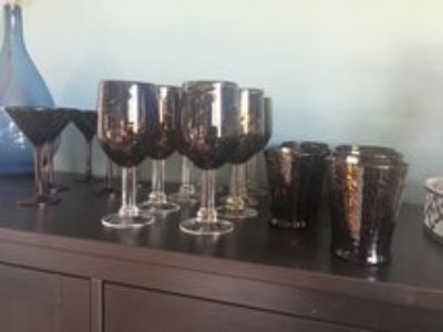 leopard glasses: 8 wine glasses 5 martini glasses and 7 beverage
