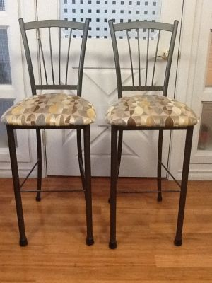 2 STEEL BAR HEIGHT STOOLS/CHAIRS