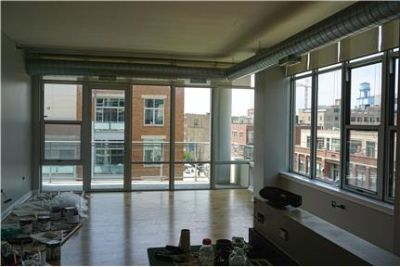 West Loop Oversized 1 Bed, 1.5 Bath with Laundry!