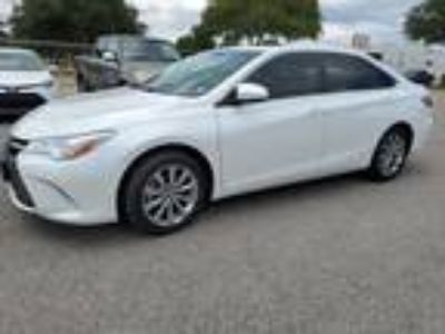 2015 Toyota Camry XLE Navigation, Sunroof, Leather & Smart Key