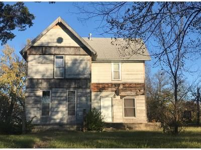 4 Bed 2.0 Bath Preforeclosure Property in Winfield, KS 67156 - Soward St