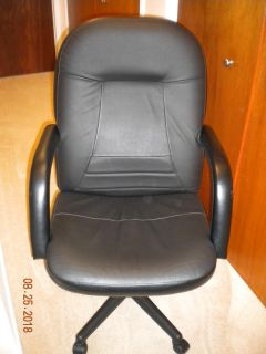 Desk/Office Padded Leather Chair w/ wheeled base