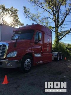 2013 Freightliner Cascadia 125 T/A Sleeper Truck Tractor