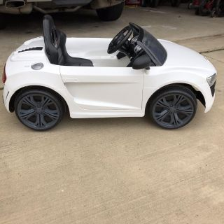 Audi R8 GT Spyder toddler battery operated car