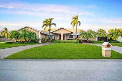 10441 SW 139th St Miami Five BR, Spectacular 5/3 one story home