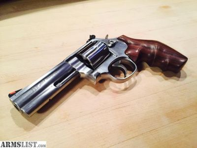 """For Sale: Smith & Wesson 4"""" Stainles 686 .357 Mag"""