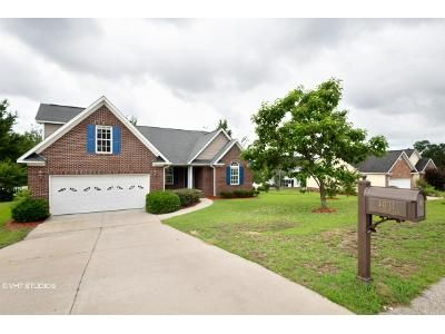 4 Bed 2 Bath Foreclosure Property in Hope Mills, NC 28348 - Batesburg Dr