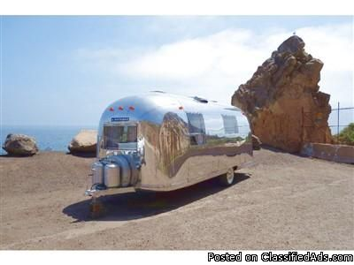 Restored 1967 Airstream Safari tnos