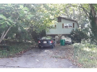 3 Bed 2.5 Bath Preforeclosure Property in Stone Mountain, GA 30083 - Stoneview Cir