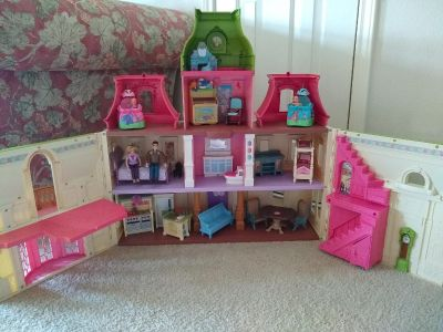"""""""Fisher Price"""" Doll House"""