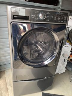 Washer / Dryer Combo on Pedestal