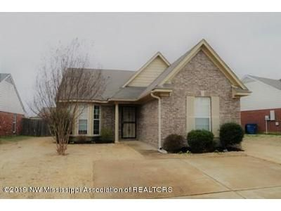 2 Bed 2 Bath Foreclosure Property in Olive Branch, MS 38654 - Pecan Meadow Dr E