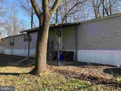 275 Roeder Ln Sellersville Two BR, this 16 x 72 home is
