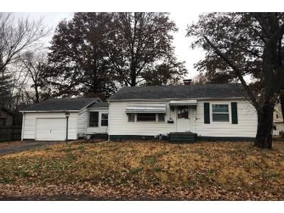 2 Bed 1 Bath Foreclosure Property in Belleville, IL 62221 - La Salle St