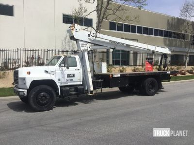 National Crane 500A Straight Boom on 1987 Ford F800 S/A Truck