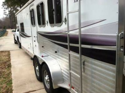 2008 Lakota 3 Horse  Living Quarters Trailer