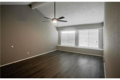 Sugar Land Luxurious 3 + 2. Single Car Garage!
