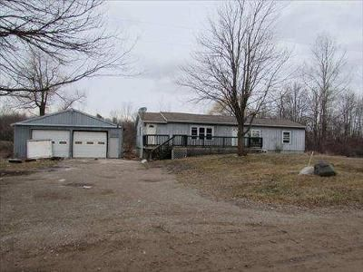 3 Bed 1 Bath Foreclosure Property in Shepherd, MI 48883 - E Fremont Rd