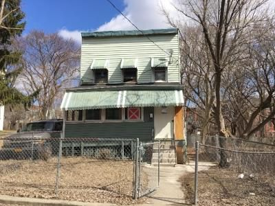 3 Bed 1 Bath Foreclosure Property in Albany, NY 12210 - 1st St