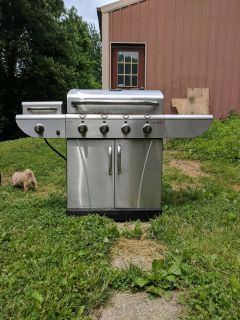 """Char-Broil """"TRU Infrared"""" Gas Grill"""