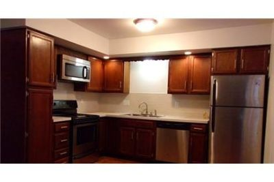 3 bedrooms Townhouse - Townhomes and Apartment Homes in Lansing. Single Car Garage!