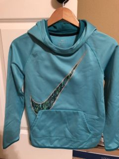 Girls YL Nike Dri-Fit hooded sweatshirt with front pocket. Great condition! Smoke free home
