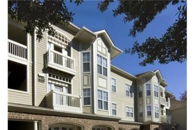 3 bedrooms Apartment - Situated within an upscale neighborhood. Offstreet parking!