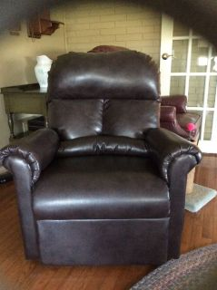 Dark brown lift recliner w/ remote