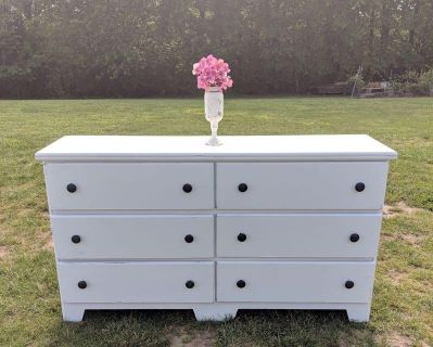 Country White Farmstyle Dresser