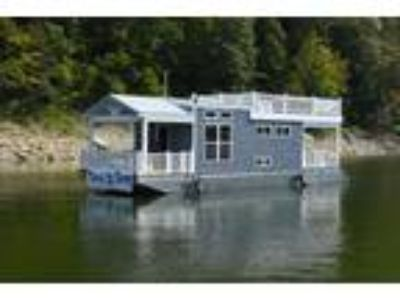 2017 Harbor Cottage Tiny Houseboat