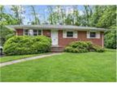 Three BR/Two BA raised ranch in Fairfax City!
