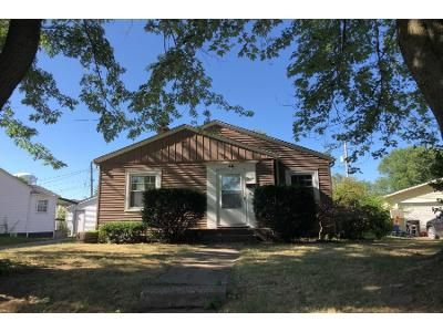 2 Bed 1 Bath Foreclosure Property in Rock Island, IL 61201 - 33rd Ave
