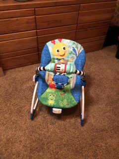 Baby Einstein bouncer/rocker (has music and vibration setting) - Like NEW condition/gently used - POMS