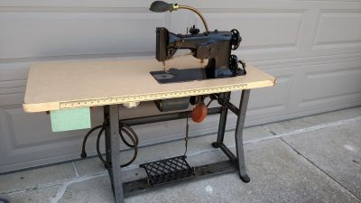 1940's Singer 107w102 sewing machine w/stand for Embroidery