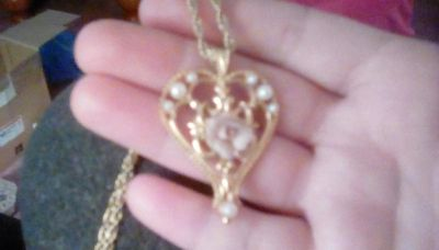 Gold heart pink rose necklace