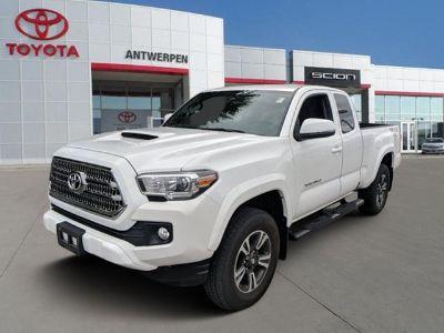 2017 Toyota Tacoma SR5 (Super White)