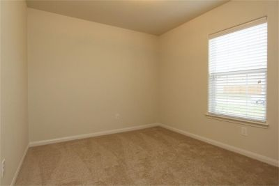 $550, I small room  in a 3 bedroom house
