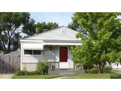 3 Bed 1 Bath Foreclosure Property in Saint Clair Shores, MI 48082 - Allor St