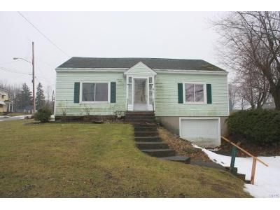 5 Bed 2 Bath Foreclosure Property in Oswego, NY 13126 - Niagara St