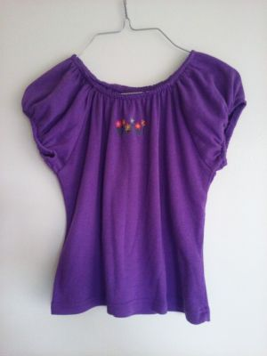 Cute top by basic Editions