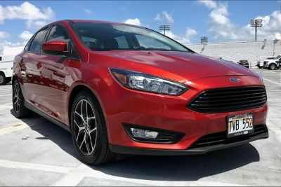 2018 Ford Focus SE Sedan (HOT PEPPER RED METALLIC TINTED CLEARCOAT)
