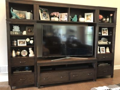 Entertainment Center w/matching Coffee Table & 1 End Table