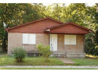 4 Bed 1 Bath Foreclosure Property in Memphis, TN 38107 - Leath St