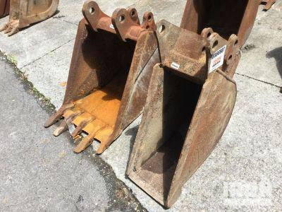 Lot of (2) Rear Backhoe Buckets - Fits Case 580