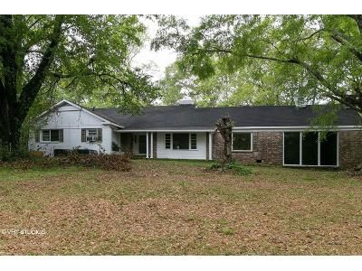 4 Bed 3 Bath Foreclosure Property in Laurel, MS 39440 - N 7th Ave