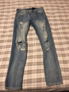 H & M DISTRESSED JEANS Size 30/32