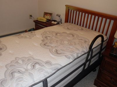 twin bed with beautyrest  mattress. Like ew