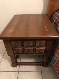 2 end tables/nightstands